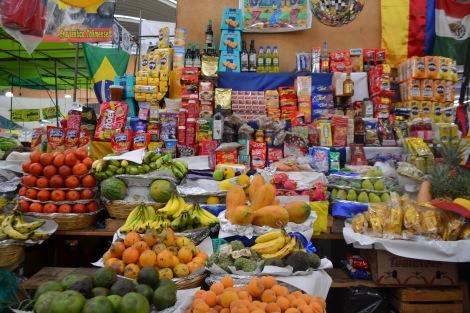 Local_de_venta_de_frutas,_verduras_y_otros_productos_empaquetados_en_el_Mercado_de_Médellín